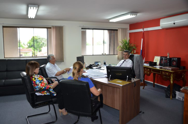 Reunión con dirigentes de la Cooperativa del Sur LTDA